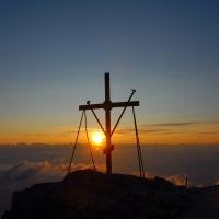 Кръстът заема централно място в нашия живот